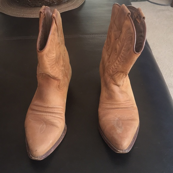 Guess by Marciano Shoes - LEATHER VINTAGE GUESS BOOTS.